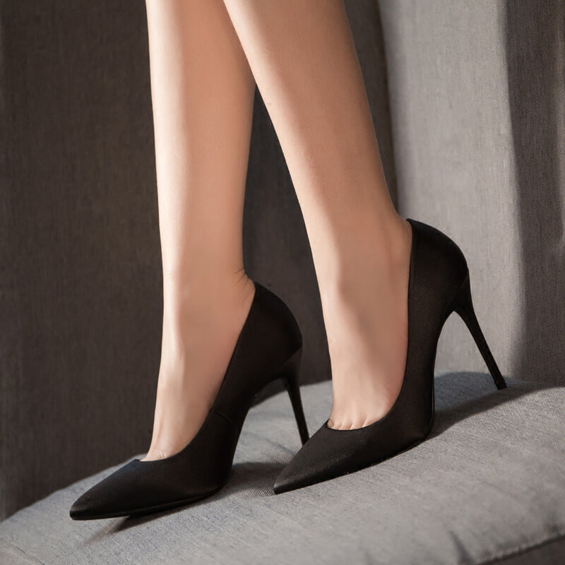 Xena-Satin-Pumps-Black (1)